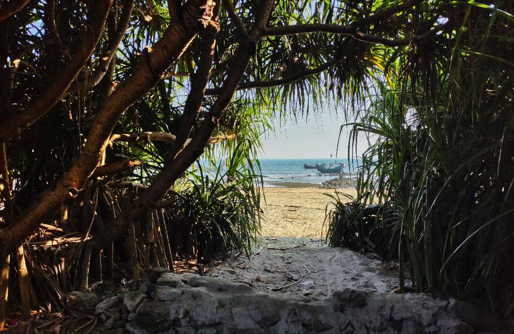 সেন্টমার্টিন দ্বীপ ভ্রমণ :আকাশের নীল আর সমুদ্রের নীল যেখানে মিলেমিশে একাকার